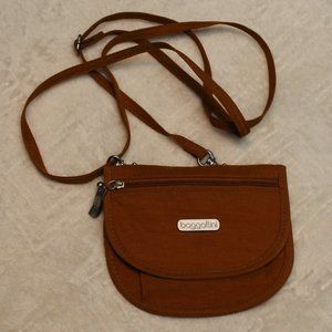 NWOT Small Goldenrod Baggallini Crossbody Purse